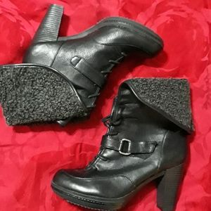 Naturalizer bootie.  Warm.  Great for winter
